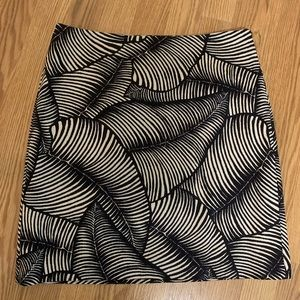 Ann Taylor navy and white palm print skirt size 4